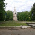 Вандалы обезобразили площадь в Осташкове