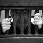 В Осташкове собутыльник украл телефон